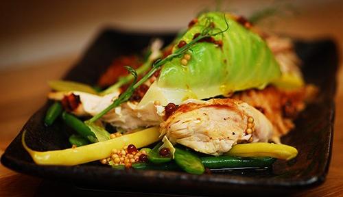 Kall sallad på grillad Bjärekyckling och picklad spetskål
