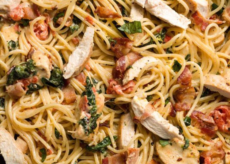 Bjärekycklingbröst med pasta, vitlök och parmesan