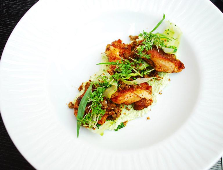 Stekt kyckling lårfilé med broccoli och crunch på blåmögelost