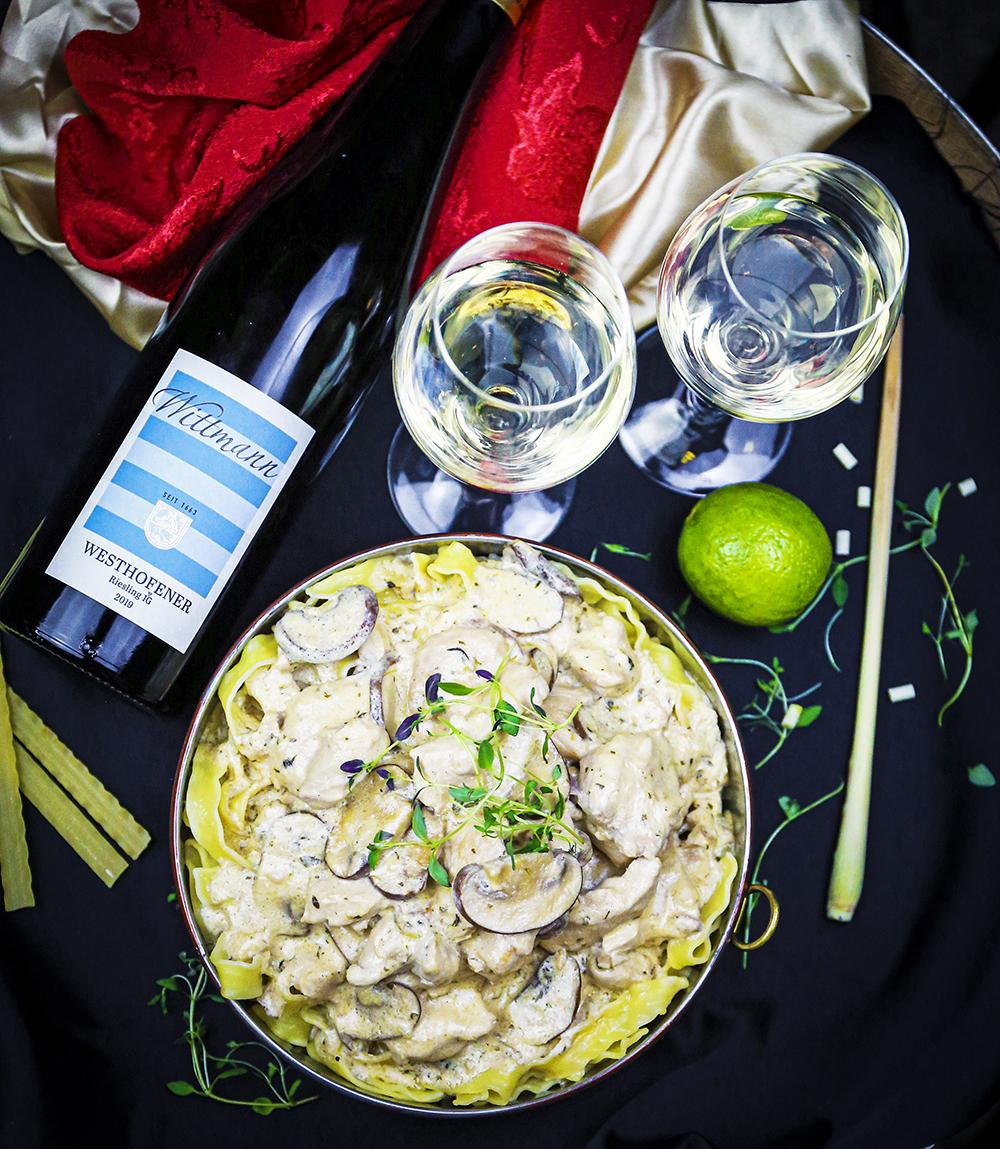 Kycklingbröst med örter, svamp och pasta