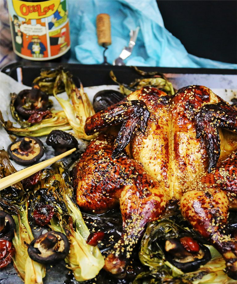 Läs mer om artikeln Soja- och honungspenslad kyckling, shiitake och pak choi