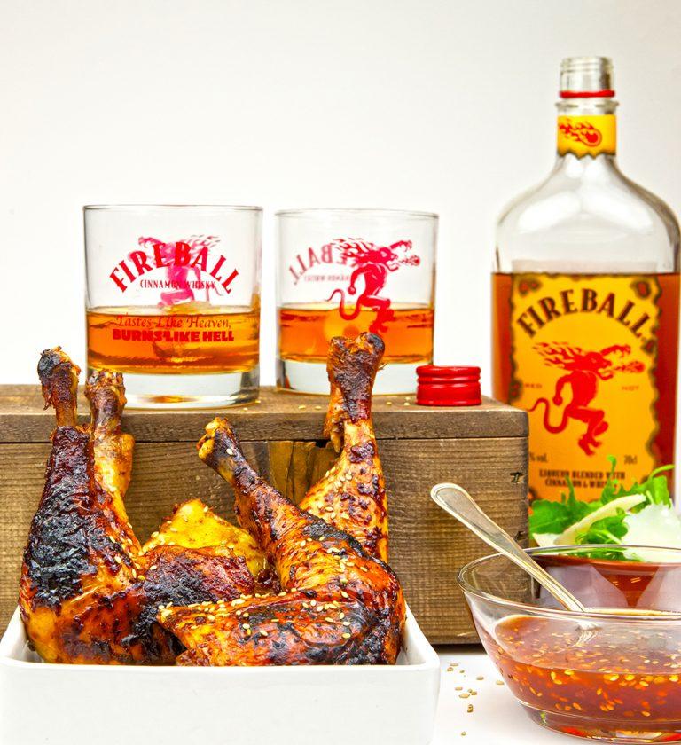 Läs mer om artikeln Fireballmarinerade kycklingklubbor med kryddhet dipp